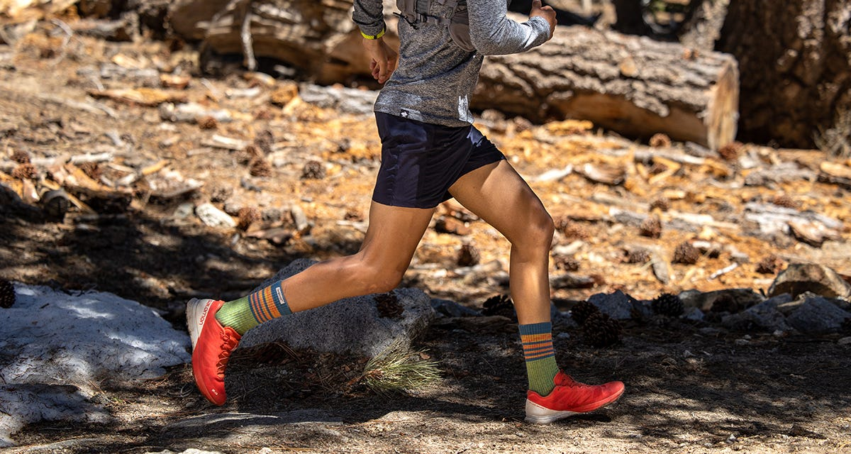 Trail Midweight Crew Lifestyle Image