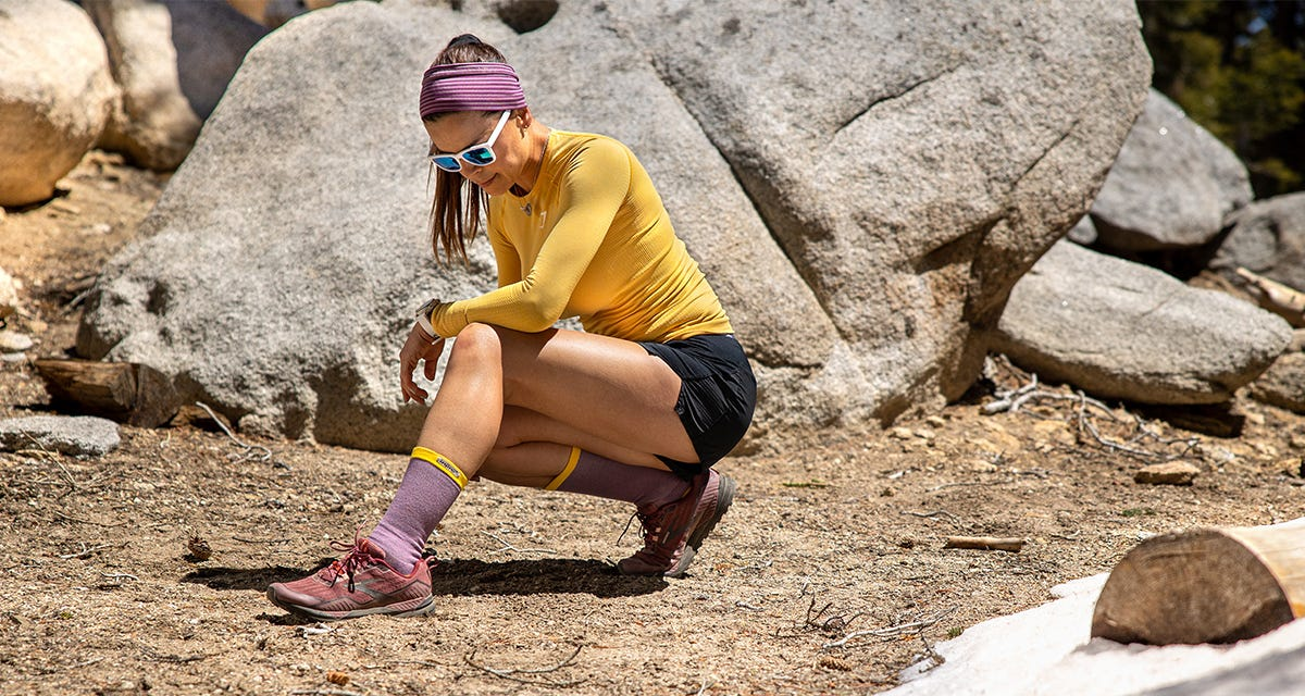 Women's Trail Midweight Crew Lifestyle Image